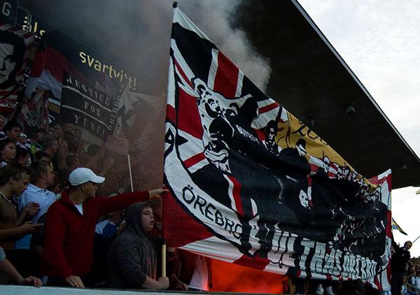 Фанаты шведского футбольного клуба Эребру. Швеция