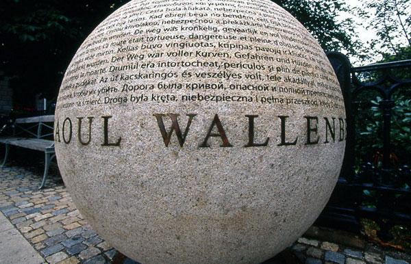 памятник Раулю Валленбергу в Стокгольме. Швеция