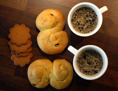 Луссекаты и кофе - традиционные шведские лакомства