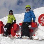 дети катаются на лыжах в шведском Оре